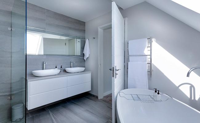 quel budget prévoir pour rénover une salle de bain ? fournitures et